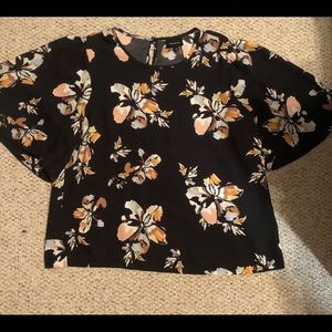 Short sleeve floral blouse flowy arm Who What Wear